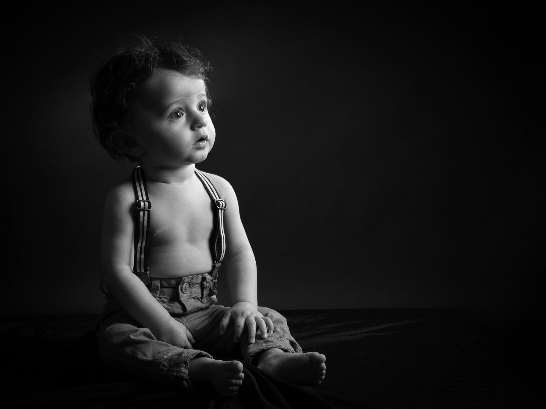 Séance photo studio avec un petit garçon