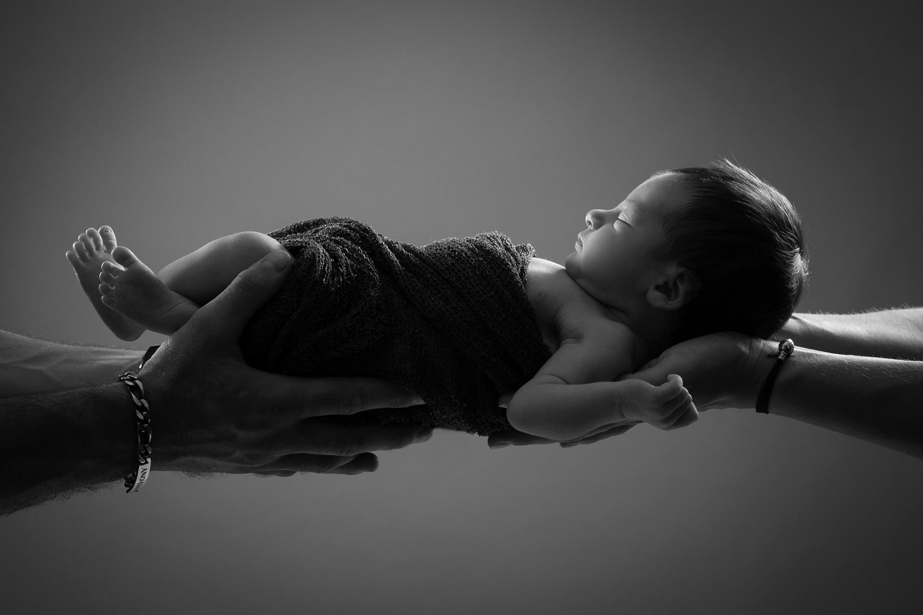 portrait bébé noir et blanc