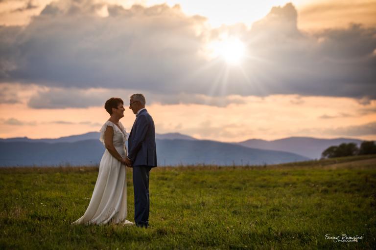 photo de mariage coucher de soleil